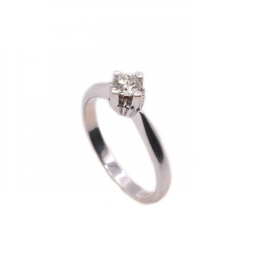 Золотое кольцо с бриллиантом-1