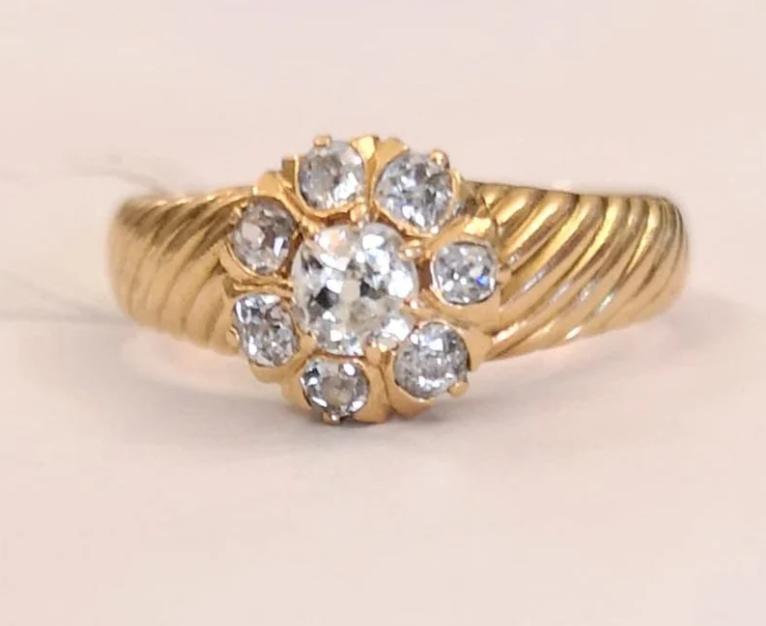 Золотое кольцо с бриллиантами-3