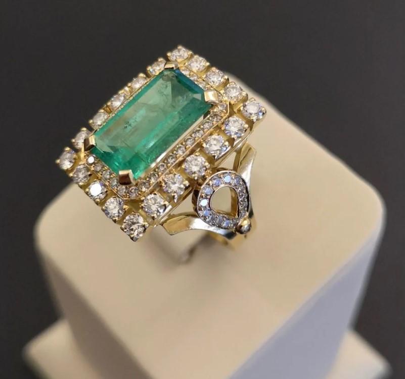 Золотое кольцо с изумрудом и бриллиантами-3