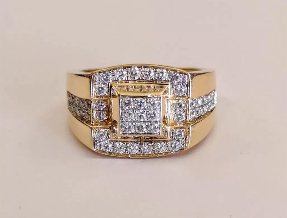 Золотое кольцо печатка с бриллиантами-6