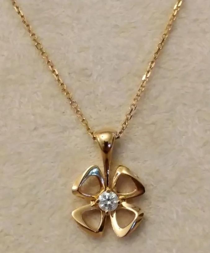Bvlgari Florever золотая подвеска с бриллиантом-5